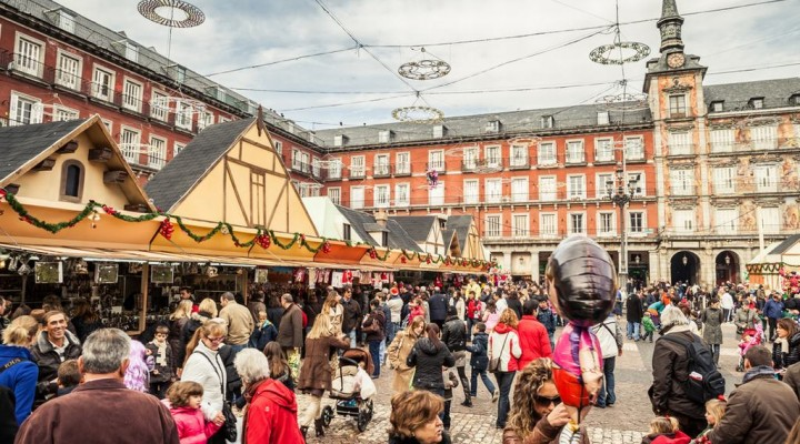 Mercado navide o en la plaza mayor de madrid marga viaja - Mercado de navidad en madrid ...