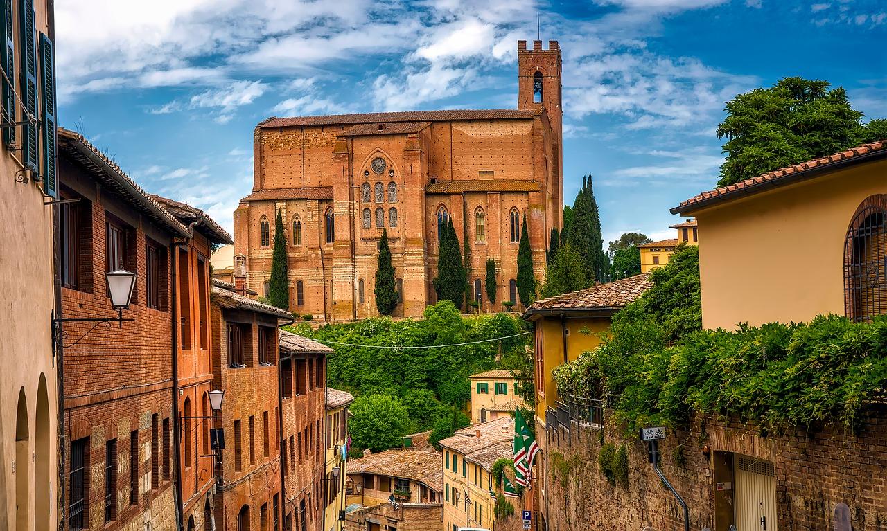 Siena, Ruta en coche por la Toscana.