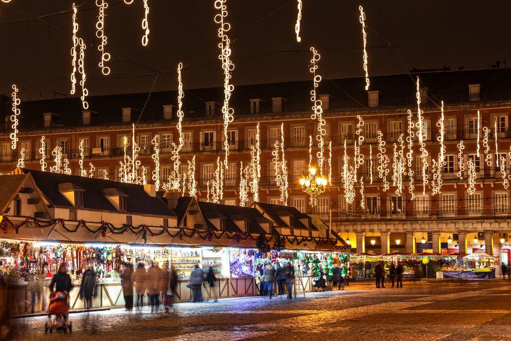 Mercado de Navidad plaza Mayor al caer la noche